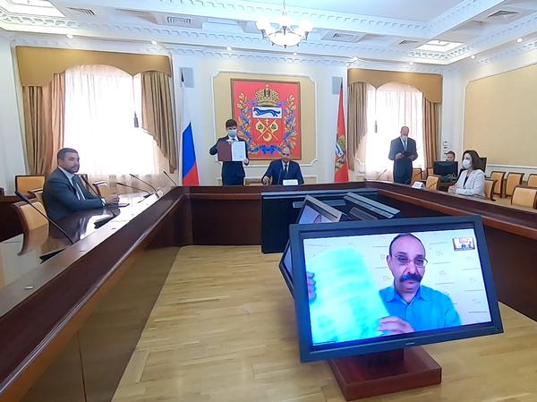 губернатор Оренбургской области Денис Паслер и директор фирмы 1С Борис Нуралиев подписали соглашение о сотрудничестве в области информационных технологий